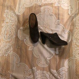 High heel clogs